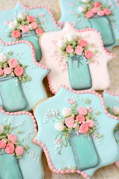 Dorsey is making cookies like this. Mason Jar and Flowers Decorated Sugar Cookies Fancy Cookies, Iced Cookies, Cute Cookies, Royal Icing Cookies, Cookies Et Biscuits, Cupcake Cookies, Easter Cookies, Birthday Cookies, Shabby Chic Cookies