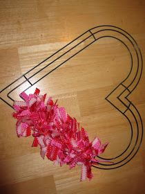 So here is a cute Valentines heart wreath I decided to try. So here is a cute Valentines heart wreath I decided to try…it was actually VERY easy to do, just Diy Valentines Day Wreath, Valentines Day Decorations, Valentine Day Crafts, Valentine Ideas, Printable Valentine, Homemade Valentines, Valentine Box, Wreath Crafts, Diy Wreath