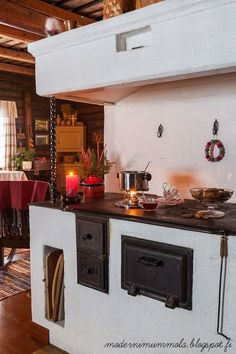 Want to experience the goodness of living in a country-style house and away from the city, and if you love hands-on, log cabin kits is the solution. Swedish Kitchen, Cosy Kitchen, Cottage Kitchens, Home Kitchens, Cottage Design, House Design, Decor Scandinavian, Beautiful Kitchen Designs, Swedish Design