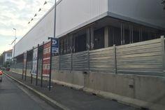 Recinzione in ferro da cantiere a Monza Garage Doors, Outdoor Decor, Home Decor, Decoration Home, Room Decor, Interior Design, Home Interiors, Interior Decorating