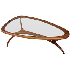 View this item and discover similar for sale at - Brazilian sculptural coffee table with three legs and a glass top Centre Table Design, Wood Table Design, Table Furniture, Furniture Design, 4 Seater Dining Table, Coffe Table, Futuristic Furniture, Mid Century Modern Furniture, Furniture Inspiration