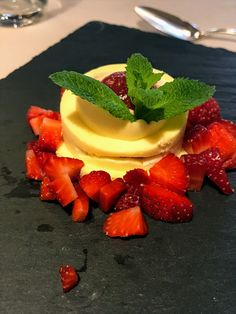 When the strawberries are in season.perfect with a glass of chilled Prosecco (DOCG, of course). Prosecco Drinks, Picnic Spot, Sparkling Wine, Served Up, Wine Tasting, Starters, Strawberries, Italy, Baking