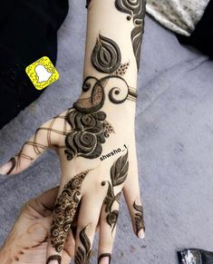 Image may contain: one or more people Khafif Mehndi Design, Floral Henna Designs, Mehndi Designs Feet, Henna Art Designs, Mehndi Designs For Beginners, Mehndi Design Pictures, Mehndi Designs For Girls, Dulhan Mehndi Designs, Latest Mehndi Designs