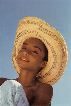 Sade, timeless voice and beauty. Sade Adu, Quiet Storm, Pretty People, Beautiful People, Beautiful Women, Beautiful Celebrities, Beautiful Images, Marvin Gaye, Turbans