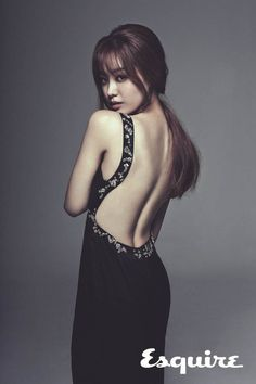 Ji Eun bares her back for 'Esquire' | http://www.allkpop.com/article/2014/10/ji-eun-bares-her-back-for-esquire