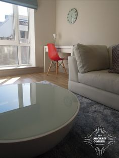 Glass top round table & Eames DSW chair - velvet rug... nice. Eames Dsw Chair, Interior Design And Graphic Design, Different Styles, Living Rooms, Rug, Velvet, Interiors, Nice, Glass