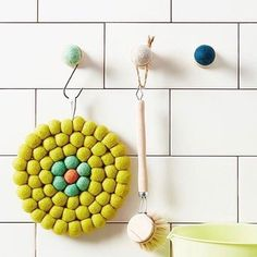Soft, stain- & heat resistant trivet, that brings colour to your table setting. Our unique trivets are handmade and made of 100% high quality wool.