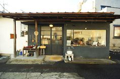 CAFE SHOZO More Curtains had been increasingly under siege now in the past – … Cafe Interior Design, Cafe Design, Loft Cafe, Mini Cafe, Shop Facade, Cafe Concept, Coffee Shop Bar, Black Rooms, Cafe Style