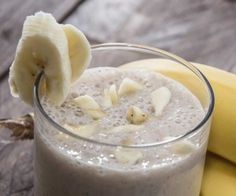 Want to pack on some solid muscle fast? Then try the superhuman shake for strength and muscle. This is one of the best muscle building shakes that includes eggs banana protein powder Oatmeal Smoothies, Yummy Smoothies, Organic Protein Powder, Low Sugar Diet, Menu Dieta, Muscle Protein, Banana Milkshake, Fake Food, Protein Shakes