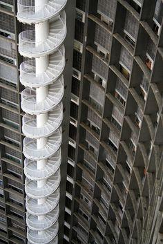Talant de Bien FaireEdificio Copan stairs by Oscar Niemeyer.Edificio Copan stairs by Oscar Niemeyer. Stairs Architecture, Amazing Architecture, Contemporary Architecture, Architecture Details, Interior Architecture, Futuristic Architecture, Chinese Architecture, Victorian Architecture, Oscar Niemeyer