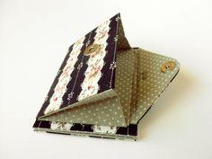 Carteira mágica com porta-cartões e porta-moedas em cartonagem.