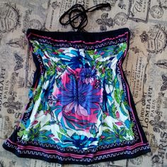 MIX & CO. STRAPLESS TOP Pretty tropical look to this top, soft feel to the fabric. Flower center front is purple, with pink around it. Elestisized below the bust, tye at the neck or tuck the tyes in for a clean look. 96% Polyester 4% Spandex Machine wash Tumble dry MIX&CO. Tops