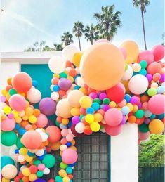 Balloons are taking over party world! Love Balloon, Balloon Arch, Balloon Garland, Balloon Ideas, Balloon Columns, Diy Garland, Balloon House, Ballon Party, Deco Ballon