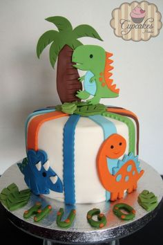Baby dinosaurs fondant cake.. Maybe for Jacksons 1st birthday,,, good thing my sister in-law can make cakes like this!