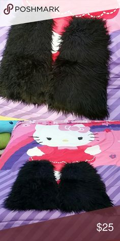 Black Fluffy Boot Covers Black fluffies/furry boot covers, perfect for costumes, cosplay, raves, concerts, & festivals. Fit just below the knee. Brand new, never worn. Tags: goth, punk, witchy. Hot Topic Accessories