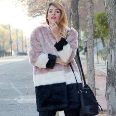 ❤❤Nos encanta este abrigo de pelo sintético // ❤❤We love this faux fur coat Link in profile to shop @rocio0sorno #buylevard #fashion #moda#outfit #look #style #trend #musthave#trendy #fashiontrends #streetstyle