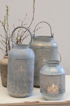 Schöne Laterne aus Metall mit Blumenmustern von Ib Laursen