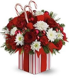 Christmas Flowers Bouquet is none other than a bunch of flowers that tied together in an interesting manner. You can obtain Christmas Flowers Bouquet of natural Christmas Flower Decorations, Christmas Flower Arrangements, Silk Floral Arrangements, Christmas Flowers, Christmas Centerpieces, Christmas Crafts, Christmas Candy, Deco Floral, Diy Weihnachten