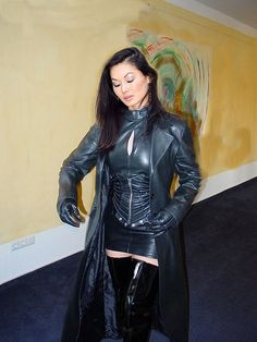 Long Leather Coat, Leather Mini Dress, Black Leather Gloves, Skirts With Boots, Dress With Boots, Bodysuit Costume, Thigh High Boots Heels, Sexy Older Women, Leather Fashion