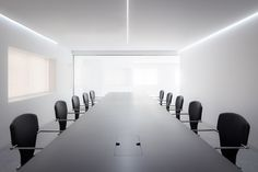 A bright and wide working space, mixed with some design classics can help us at work. With this goal Dot Partners have created Cointec offices, where you can feel the luxury of space. If we add some STUA Egoa chairs, the day will flow with more comfort. EGOA: www.stua.com/design/egoa PROJECT: www.stua.com/design/dot-partners-offices