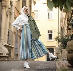 Muslim Women Fashion, Modern Hijab Fashion, Hijab Fashion Inspiration, Stylish Hijab, Casual Hijab Outfit, Hijab Style, Hijab Chic, Ootd Hijab, Modest Wear