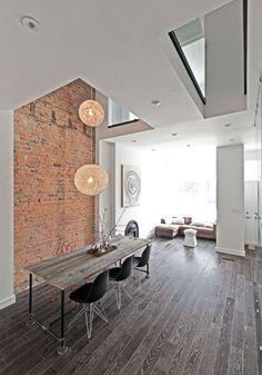 A Casa Lady Peel é uma residência que foi reformada em 2012 pelo pessoal da rzlbd e fica em Toronto no Canadá. O imóvel foi batizado de Lady Peel pois ali foi a casa onde nasceu Beatrice Lillie, uma atriz e comediante canadense, cujo o apelido era Lady Peel. O imóvel tem mais de um século, fica na parte central de