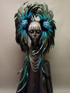 """Fashion Times: Caley Johnson (""""Miss G Designs"""") Обилие перьев, ..."""