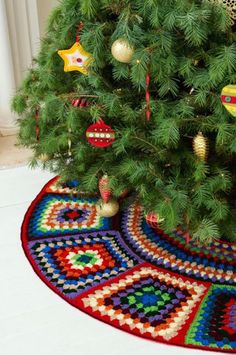 [Free Crochet Pattern] This Granny Tree Skirt Looks Amazing!