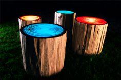 Tree Rings: durante o dia, mesas de apoio; à noite, luminárias coloridas. http://www.benitabrasil.com/design/luminarias-tronco-arvore/