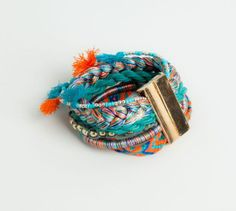 The most alternative jewellery for women at PULL&BEAR. Earrings, heart necklaces, beaded bracelets and thin rings for Autumn Fall in love! Bangle Bracelets, Bangles, Thin Rings, Pull N Bear, Ss 15, Class Ring, Coin Purse, Cufflinks, Women Jewelry