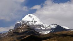 High mountains with snow-capped peaks, monasteries with astonishing architecture, green valleys, pure water lakes, are just some of the beauties you can see in Tibet. Kailash Mansarovar, Start Trek, Sacred Mountain, Vacation Days, Green Valley, Pilgrimage, Tibet, Cool Places To Visit, Tours