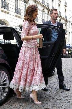 Crown Princess Mary Inaugurates New Altarpiece At Church in Paris — Royal Portraits Gallery Royal Princess, Crown Princess Mary, Princess Marie Of Denmark, Prince And Princess, Princess Mary Casual, Princess Crowns, Princess Style, Princesa Mary, Princesa Real