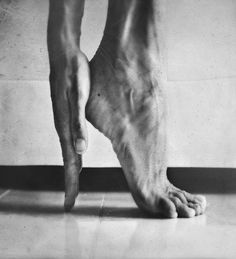 quirk: hating to touch feet - resulting problems: won't give so a step up (foto : hannah lemholt)