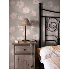 Papier peint impressions fleuries (Rose) Pink Wallpaper Roll, Textured Wallpaper, Sparkles Background, Leaf Texture, Latest Design Trends, Piece A Vivre, Dresser As Nightstand, Floral Motif, Flower Patterns