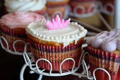 pretty cupcakes... Pretty Cupcakes, Desserts, Food, Tailgate Desserts, Deserts, Essen, Postres, Meals, Dessert
