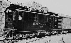 """Central Railroad of New Jersey #1000 at the Bronx Terminal Yard on November 2, 1925 GE Class B-B-120/120-0-4HN840G GE image, #1 end, """"B"""" side"""