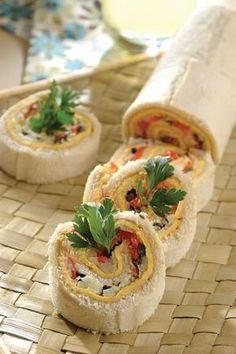 Sandwichón de atún Sandwich Bar, Toast Sandwich, Mini Sandwiches, Snack Recipes, Cooking Recipes, Snacks, Croissant, Tapas, Picnic Lunches