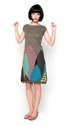 Raikas tuunaus idea. Materiaaliksi mekkoon tarvitaan T-paita ja trikootilkkuja.