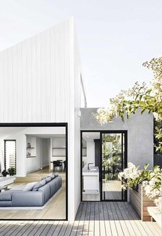 Referencing its neighbouring adjacencies, Armadale House epitomises the beautifully simple. Tom Robertson, founding director of Tom Robertson Architects, speaks to their process of conjuring this calming haven for its custodians. House Cladding, Exterior Cladding, Facade House, House Facades, Exterior Doors, Interior And Exterior, Interior Design, Exterior Tradicional, Door Design
