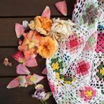 6 отметок «Нравится», 2 комментариев — Брызги  конфетти (@eclaboussures_de_confettis) в Instagram: «Трудно быть художником в нынешнее время. Дочка говорит, мама, нельзя просто молча фото выклалывать,…»
