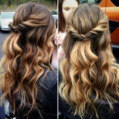 Pretty Half-up w/ waves - @sarahtheblowoutbar / instagram