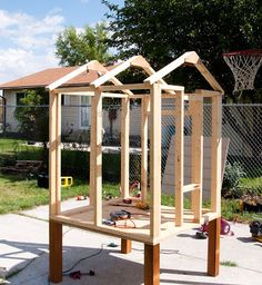 Chicken coops not only help provide a comfortable environment for your fowl but also provide shelter and a happy place for your chickens to be productive. A good chicken coop always starts with proper planning and the better you can d Simple Chicken Coop Plans, Backyard Chicken Coop Plans, Chicken Coop Pallets, Small Chicken Coops, Easy Chicken Coop, Portable Chicken Coop, Chicken Pen, Chicken Coop Designs, Building A Chicken Coop