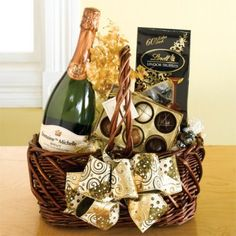 Add a touch of class to your Valentine's Day with this champagne gift basket. Valentine Gift Baskets, Valentine Crafts, Valentines, Spa Basket, Basket Ideas, Christmas Hamper, Christmas Gifts, Champagne Gift Baskets, Spa Day Gifts