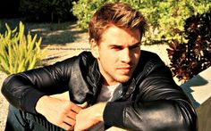 Liam Hemsworth workout routine diet plan: How to get a body like Liam. The Hunger Games star eats what he wants to the fullest, enjoyment is the cardio Liam Hemsworth, Hemsworth Brothers, The Hunger Games, Cover Boy, Instyle Magazine, Celebrity Gallery, Celebrity Crush, Hommes Sexy, Hot Actors