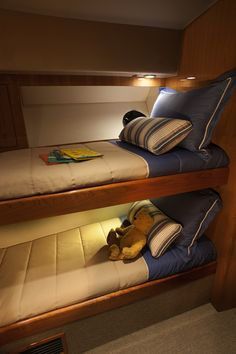 Riviera 5000 Sport Yacht Next Generation with Zeus   Guest Cabin Bunks