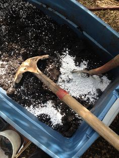 Have you ever gone to the home and garden store for some simple potting mix and been completely overwhelmed by the number of choices? Have you ever been tempted to use soil from your garden in pots? Are you sick of your potted plants failing to thrive because the soil isn't giving them what they need? This article is for you. Everything (and more) you'd ever need to know about potting soil.
