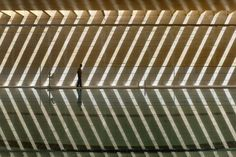 Piscina climatizada cubierta en Toro, Zamora. Vier Arquitectos. Fotografía Héctor Fernández Santos-Díez.