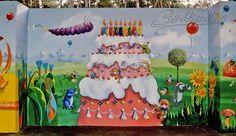 Die Wandflächen für ein Festzelt, welches mobil nutzbar ist, gestalteten wir sehr farbenfroh. Das Zelt kann angemietet werden für die Nutzung von Kindergeburtstagen und ähnlichen Events. Das Motiv zeigt illustrativ Figuren aus Erzählungen, Märchen und Kinderbüchern.