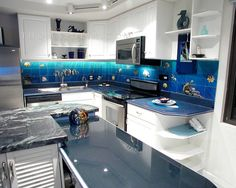 Have you ever thought about placing an aquarium in your kitchen? Actually, the feature of an aquarium in a kitchen will make it looks outstanding, suitable for you who want to make your kitchen as the center of attention in your house. Tropical Kitchen, Tropical Bathroom, Ultra Modern Homes, Kitchen Themes, Kitchen Ideas, Kitchen Modern, Island Design, Budget Bathroom, Kitchen Backsplash