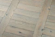 Parquet Chêne massif echelle huilé vieux gris Wood Parquet, Hardwood Floors, Wood Flooring, Deco, Saint, Inspiration, Home Remodeling, Home Ideas, Old Wood